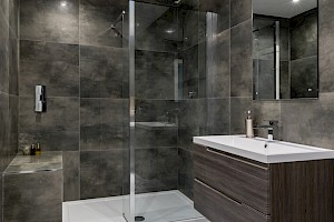Luxury ensuite Bathroom as part of a high spec basement conversion in Battersea, London.